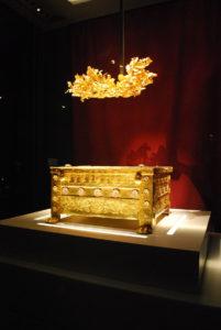 Diadema e cassetta ossario dalla tomba di Filippo II