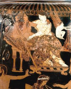 Vaso di Pronomos Cratere a volute attico a figure rosse Pittore di Pronomos, 400 a.C. circa alt. max 73,5 cm; diam. orlo 33,4; diam. piede 21,6 cm Particolare con Dioniso e Arianna abbracciati su un letto Museo Archeologico Nazionale di Napoli