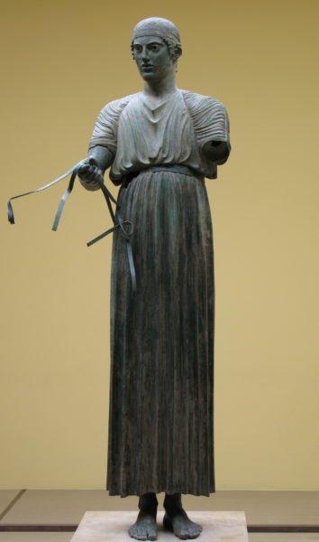 Auriga di Delfi / https://commons.wikimedia.org/wiki/User_talk:RaminusFalcon
