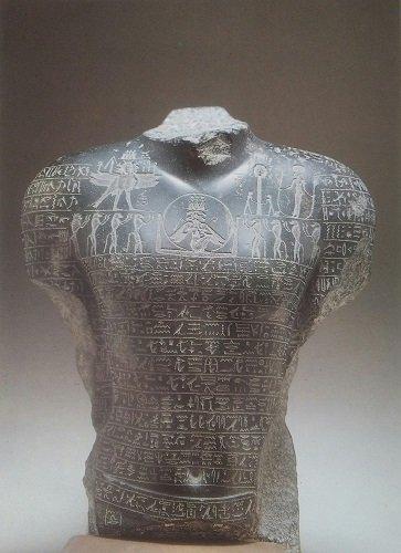 Busto acefalo. Crediti/La collezione egiziana del Museo Archeologico Nazionale di Napoli