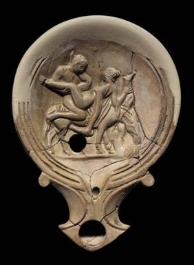 Lucerna romana del I secolo d.C. con scena di amplesso sul dorso di un asino. Modena, scavi NoviSad
