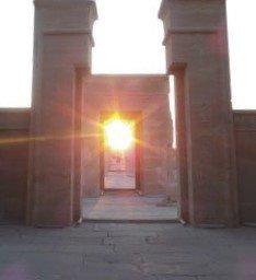 Il sole si allinea al sancta sanctorum del tempio di hibis - Portale del sole ...